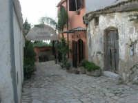 per le vie del piccolo borgo - 8 maggio 2007  - Scopello (1239 clic)