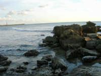 la scogliera, il faro  - 4 gennaio 2007  - Torretta granitola (1276 clic)