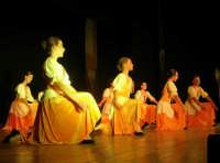 presso il Teatro Cielo d'Alcamo, il Saggio di danza, diretto da Rosanna Stabile - ARTE LIBERA - I Colori del mondo: LA PACE (foto 46)- 16 giugno 2007  - Alcamo (1086 clic)