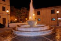 la fontana in piazza Europa - 20 dicembre 2008   - Castellammare del golfo (534 clic)