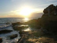 scogliera al calar del sole - 4 gennaio 2007  - Torretta granitola (1133 clic)