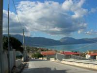 Tra una perturbazione e l'altra, in regalo una splendida giornata di fine autunno - Vista sul Golfo di Castellammare da zona Canalotti - 2 dicembre 2005  - Alcamo marina (1524 clic)