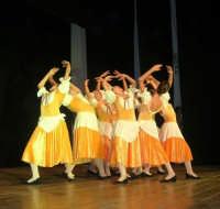 presso il Teatro Cielo d'Alcamo, il Saggio di danza, diretto da Rosanna Stabile - ARTE LIBERA - I Colori del mondo: LA PACE (foto 48)- 16 giugno 2007  - Alcamo (1047 clic)