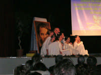 Teatro Euro - Le ragazze della scuola di danza Arte Libera durante la conferenza tenuta dal Dott. Carmelo Impera sul tema Educare oggi giovani e famiglie - Un modello per promuovere l'agio e prevenire il disagio, organizzata dall'Opera Salesiana Don Bosco di Alcamo ed il Centro Socio-Psico-Pedagogico Carl Rogers - Comunità di Accoglienza Oasi Don Bosco di Ispica (RG) - 29 gennaio 2006  - Alcamo (1322 clic)