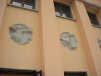 ex stazione: particolare parete esterna lato sud - 1 giugno 2008    - Segesta (888 clic)
