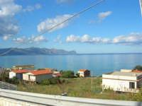 Tra una perturbazione e l'altra, in regalo una splendida giornata di fine autunno - Vista sul Golfo di Castellammare da zona Canalotti - 2 dicembre 2005  - Alcamo marina (1614 clic)