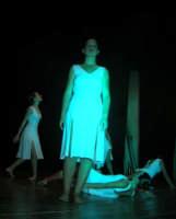 presso il Teatro Cielo d'Alcamo, il Saggio di danza, diretto da Rosanna Stabile - ARTE LIBERA - I Colori del mondo: LA PACE (foto 51)- 16 giugno 2007  - Alcamo (940 clic)