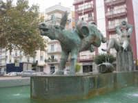 la fontana nella Piazza Francesco Pizzo - 24 settembre 2007  - Marsala (1518 clic)