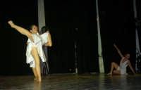 presso il Teatro Cielo d'Alcamo, il Saggio di danza, diretto da Rosanna Stabile - ARTE LIBERA - I Colori del mondo: LA PACE (foto 55)- 16 giugno 2007  - Alcamo (1119 clic)