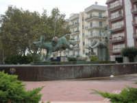 la fontana nella Piazza Francesco Pizzo - 24 settembre 2007  - Marsala (1668 clic)