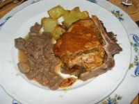 pranzo al Baglio Trinità: sella di vitello al cartoccio su letto di funghi - straccetti di daino al Marsala - patate alla siciliana  - 22 aprile 2007    - Castelvetrano (5936 clic)
