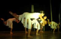 presso il Teatro Cielo d'Alcamo, il Saggio di danza, diretto da Rosanna Stabile - ARTE LIBERA - I Colori del mondo: LA PACE (foto 58)- 16 giugno 2007  - Alcamo (999 clic)