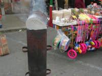 Festa di li Schietti - Piazza Duomo - caldarroste e bancarella - 23 marzo 2008   - Terrasini (2285 clic)