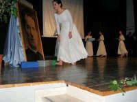Teatro Euro - Le ragazze della scuola di danza Arte Libera, portano simbolici doni a Don Bosco dopo essersi esibite ne I Ricordi, prologo della conferenza tenuta dal Dott. Carmelo Impera sul tema Educare oggi giovani e famiglie - Un modello per promuovere l'agio e prevenire il disagio, organizzata dall'Opera Salesiana Don Bosco di Alcamo ed il Centro Socio-Psico-Pedagogico Carl Rogers - Comunità di Accoglienza Oasi Don Bosco di Ispica (RG) - 29 gennaio 2006  - Alcamo (1300 clic)