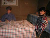 Presepe Vivente presso l'Istituto Comprensivo A. Manzoni, animato da alunni della scuola e da anziani del paese - l'osteria - 20 dicembre 2007   - Buseto palizzolo (993 clic)
