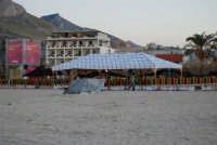 Cous Cous Fest 2007 - Sulla spiaggia: Al Waha (in arabo oasi nel deserto) - 28 settembre 2007  - San vito lo capo (880 clic)