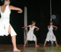 presso il Teatro Cielo d'Alcamo, il Saggio di danza, diretto da Rosanna Stabile - ARTE LIBERA - I Colori del mondo: LA PACE (foto 63)- 16 giugno 2007  - Alcamo (1279 clic)