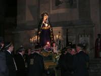 Venerdì Santo: processione del Cristo Morto e dell'Addolorata - piazza Ciullo, dinanzi la Chiesa del Collegio - 21 marzo 2008   - Alcamo (1062 clic)
