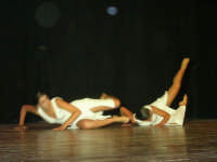 presso il Teatro Cielo d'Alcamo, il Saggio di danza, diretto da Rosanna Stabile - ARTE LIBERA - I Colori del mondo: LA PACE (foto 65)- 16 giugno 2007  - Alcamo (1057 clic)