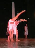 presso il Teatro Cielo d'Alcamo, il Saggio di danza, diretto da Rosanna Stabile - ARTE LIBERA - I Colori del mondo: LA PACE (foto 66)- 16 giugno 2007  - Alcamo (1010 clic)
