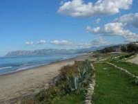 Tra una perturbazione e l'altra, in regalo una splendida giornata di fine autunno - Vista sul Golfo di Castellammare da zona Magazzinazzi - 2 dicembre 2005  - Alcamo marina (2051 clic)