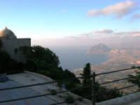 Chiesa S. Giovanni - Panorama litorale e monte Cofano - 14 luglio 2005   - Erice (1665 clic)