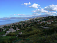 Tra una perturbazione e l'altra, in regalo una splendida giornata di fine autunno - Vista sul Golfo di Castellammare e spiaggia Plaja - 2 dicembre 2005  - Castellammare del golfo (1148 clic)