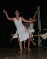 presso il Teatro Cielo d'Alcamo, il Saggio di danza, diretto da Rosanna Stabile - ARTE LIBERA - I Colori del mondo: LA PACE (foto 70)- 16 giugno 2007  - Alcamo (1186 clic)