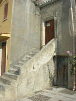 Piazza Fontana - particolare: casa in vendita - 9 novembre 2008   - Sant'anna di caltabellotta (3193 clic)