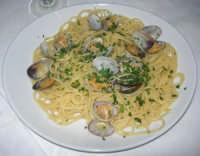 spaghetti alle vongole presso la Spaghetteria - Frutti di Mare da Giovanni - 6 luglio 2007   - Balestrate (5274 clic)