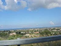 al volo, dall'auto in corsa: all'orizzonte le isole  Egadi - 27 aprile 2008    - Marsala (988 clic)