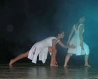 presso il Teatro Cielo d'Alcamo, il Saggio di danza, diretto da Rosanna Stabile - ARTE LIBERA - I Colori del mondo: LA PACE (foto 73)- 16 giugno 2007  - Alcamo (1051 clic)