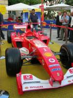 Festeggiamenti in onore di Maria Santissima dei Miracoli - Piazza Ciullo: la Ferrari in esposizione - 20 giugno 2005  - Alcamo (1647 clic)
