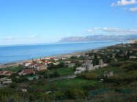 Tra una perturbazione e l'altra, in regalo una splendida giornata di fine autunno - Vista sul Golfo di Castellammare e spiaggia Plaja - 2 dicembre 2005  - Castellammare del golfo (1316 clic)