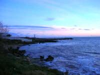 il faro all'imbrunire - 4 gennaio 2007  - Torretta granitola (1289 clic)