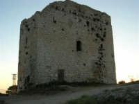 La Torre Saracena in cima al Monte Bonifato - 19 luglio 2005  - Alcamo (6606 clic)
