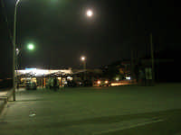 piazzale Canalotto - il locale Sunshine al chiaro di luna - 26 settembre 2007  - Alcamo marina (1688 clic)