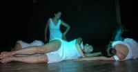 presso il Teatro Cielo d'Alcamo, il Saggio di danza, diretto da Rosanna Stabile - ARTE LIBERA - I Colori del mondo: LA PACE (foto 77)- 16 giugno 2007  - Alcamo (1041 clic)