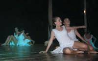 presso il Teatro Cielo d'Alcamo, il Saggio di danza, diretto da Rosanna Stabile - ARTE LIBERA - I Colori del mondo: LA PACE (foto 80)- 16 giugno 2007  - Alcamo (1187 clic)