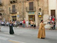 Festeggiamenti in onore di Maria Santissima dei Miracoli - Corso VI Aprile: corteo storico trionfale (fra Medioevo ed età Barocca) - 20 giugno 2005  - Alcamo (1362 clic)