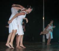 presso il Teatro Cielo d'Alcamo, il Saggio di danza, diretto da Rosanna Stabile - ARTE LIBERA - I Colori del mondo: LA PACE (foto 81)- 16 giugno 2007  - Alcamo (1104 clic)
