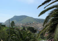 Monte Bonifato e panorama di una parte della città - 23 aprile 2007    - Alcamo (896 clic)