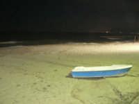 zona Canalotto: la spiaggia ed il mare di notte - 26 settembre 2007  - Alcamo marina (1858 clic)