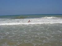 c/da Canalotto: domenica, mare mosso - idromassaggio naturale - 30 luglio 2006  - Alcamo marina (1124 clic)