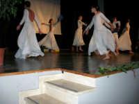 Teatro Euro - Le ragazze della scuola di danza Arte Libera, portano simbolici doni a Don Bosco dopo essersi esibite ne I Ricordi, prologo della conferenza tenuta dal Dott. Carmelo Impera sul tema Educare oggi giovani e famiglie - Un modello per promuovere l'agio e prevenire il disagio, organizzata dall'Opera Salesiana Don Bosco di Alcamo ed il Centro Socio-Psico-Pedagogico Carl Rogers - Comunità di Accoglienza Oasi Don Bosco di Ispica (RG) - 29 gennaio 2006  - Alcamo (1376 clic)