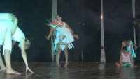 presso il Teatro Cielo d'Alcamo, il Saggio di danza, diretto da Rosanna Stabile - ARTE LIBERA - I Colori del mondo: LA PACE (foto 83)- 16 giugno 2007  - Alcamo (1058 clic)
