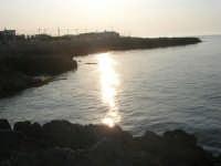 un tratto di costa: riflessi di sole - 25 aprile 2007  - Isola delle femmine (989 clic)