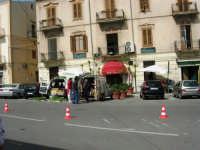 venditori ambulanti in Piazza della Repubblica - 18 giugno 2006  - Alcamo (1118 clic)