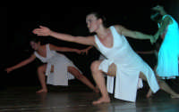 presso il Teatro Cielo d'Alcamo, il Saggio di danza, diretto da Rosanna Stabile - ARTE LIBERA - I Colori del mondo: LA PACE (foto 87)- 16 giugno 2007  - Alcamo (1089 clic)