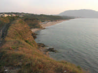 dal Belvedere: la spiaggia ed il golfo di Castellammare lato ovest - 1 giugno 2007   - Balestrate (2114 clic)